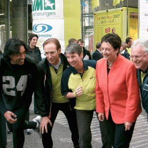 Dr. Barbara Hendricks und andere beim Start des Herz-Kreis-Lauf