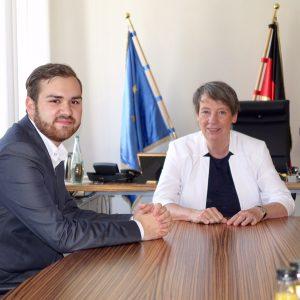 Jan Gietemann im Gespräch mit Ministerin Barbara Hendricks