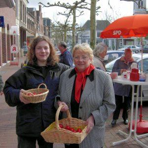 SPD Uedem verteilt rotgefärbte Ostereier (Gitta Brendel)