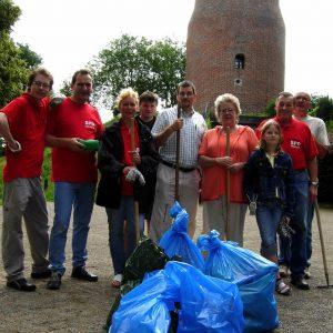 SPD.Mitglieder nach dem Hausputz an der Hohen Mühle