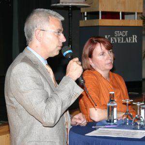 Die SPD-Landtagsabgeordneten Norbert Killewald und Britta Altenkamp