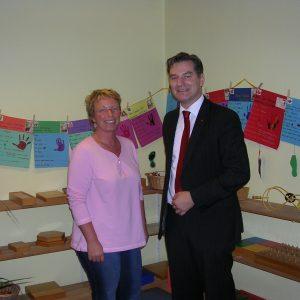 Bodo Wißen MdL mit der stellvertretenden Leiterin des Montessori-Kinderhauses in Kleve, Angela Salewski