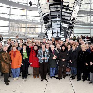 EIne Gruppe aus dem Kreis Kleve mit Barbara Hendricks im Reichstag