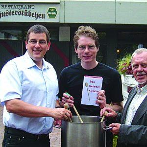 Jürgen Horn, Olaf Plotke und Horst Winterle vom Uedemer SPD-Vorstand präsentierten die Pläne zum Uedemer Kochbuch.