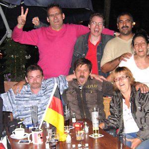 Uedemer SPD-Mitglieder feierten mit deutschen und türkischen Freunden am Markt Döner Paradies.