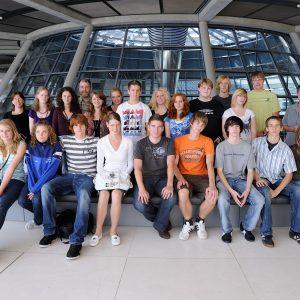 Barbara Henrdicks mit Schülern des Gymnasiums Kalkar im Reichstag