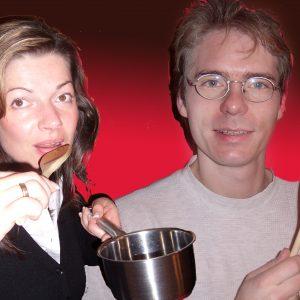 Die Kochbuchautoren Kathrin und Olaf Plotke kochen die Erbsensuppe für Samstag.
