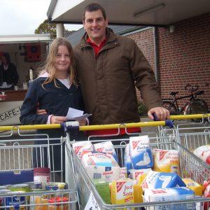 Simone Horn (11 Jahre) hatte die Ideen zu der tollen Spendenaktion. Papa Jürgen ist zurecht stolz auf seine Tochter.
