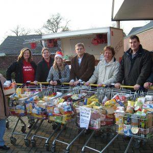 Danke für die Spende: 7 Einkaufswagen voller Lebensmittel für das Cafe Konkret sammelte die SPD.