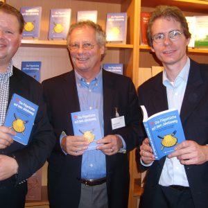 Ausgezeichnete Autoren: (v.l.) Evert Kornmayer, Heiko Vanselow und Uedems SPD-Chef Olaf Plotke.