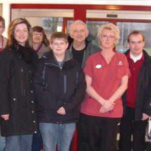 Bürgermeisterkandidatin Kathrin Plotke mit schwedischen und deutschen Genosen bei der Besichtigung eines Demenzzentrums in Götene.