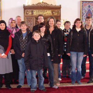 Die Uedemer Jusos und die SPD besuchten besuchten die Moschee in Duisburg.