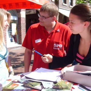 Viele Jugendliche unterschrieben wieder für das Haus der Jugend.
