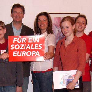 Der Landratskandidat und SPD-Landtagsabgeordnete Bodo Wißen erklärte Jugendlichen aus Uedem, wie europäische Politik gemacht wird und wie die EU funktioniert.